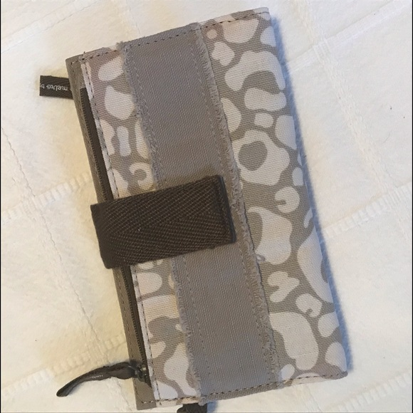 """thirty-one Handbags - 3 for $10!! Retro Metro Wallet """"Say It Taupe"""""""